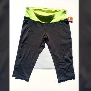 New, capris yoga pants. Women's size medium